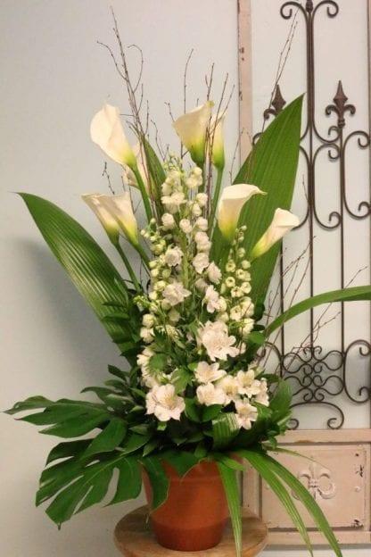 Arrangement de fleurs rustique blanc